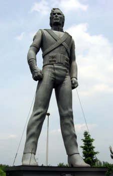 20090713105500-michael-jackson-sculpture.jpg